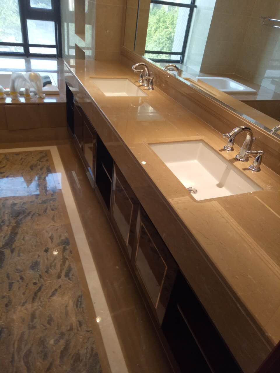 柏悦酒店洗手间石材研磨后效果